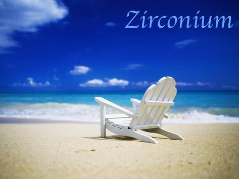 randy-faris-chaise-longue-sur-une-plage-deserte